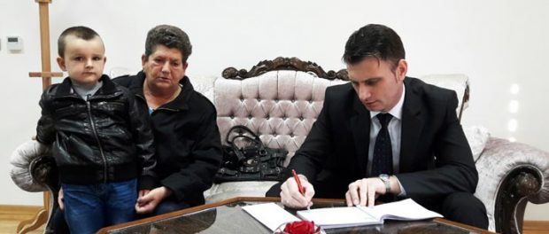 Uručena novčana pomoć za liječene Vedada Berberovića