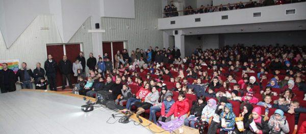 """Gornji Rahić: Premijerno prikazan film """"Zima u našoj mahali"""""""