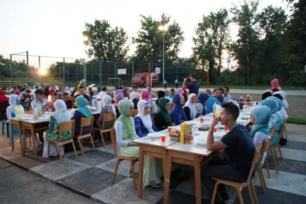 Organiziran iftar za mlade