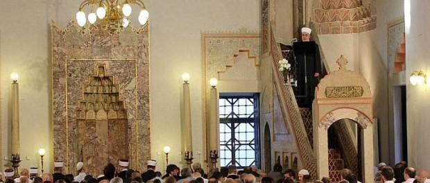 """Bajramska hutba Reisu-l-uleme: """"Živimo u miru i prijateljstvu jedni s drugima"""""""