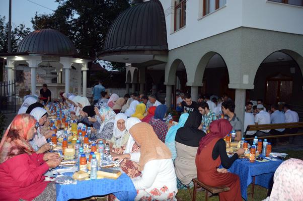 Više od 130 osoba na zajedničkom iftaru u džematu Maoča Nova